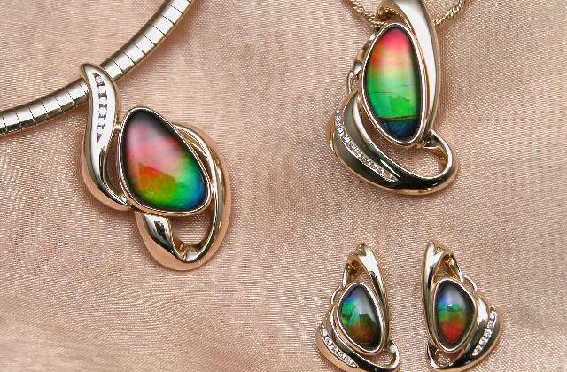 Ammolite_jewellery