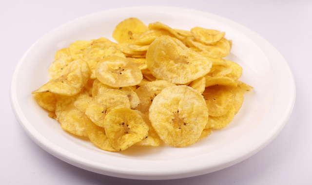 banana-chips-on-a-plate-f4