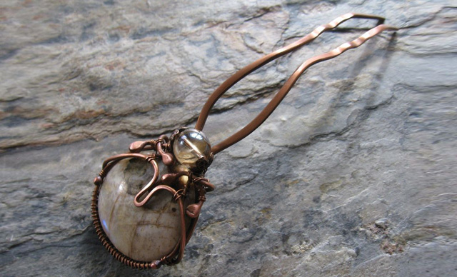 Шпилька  (Беломорит- Лунный камень)