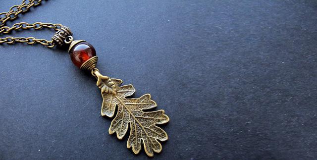 """Комплект """"Осенний лист"""":  браслет, подвеска и серьги (сардоникс)"""